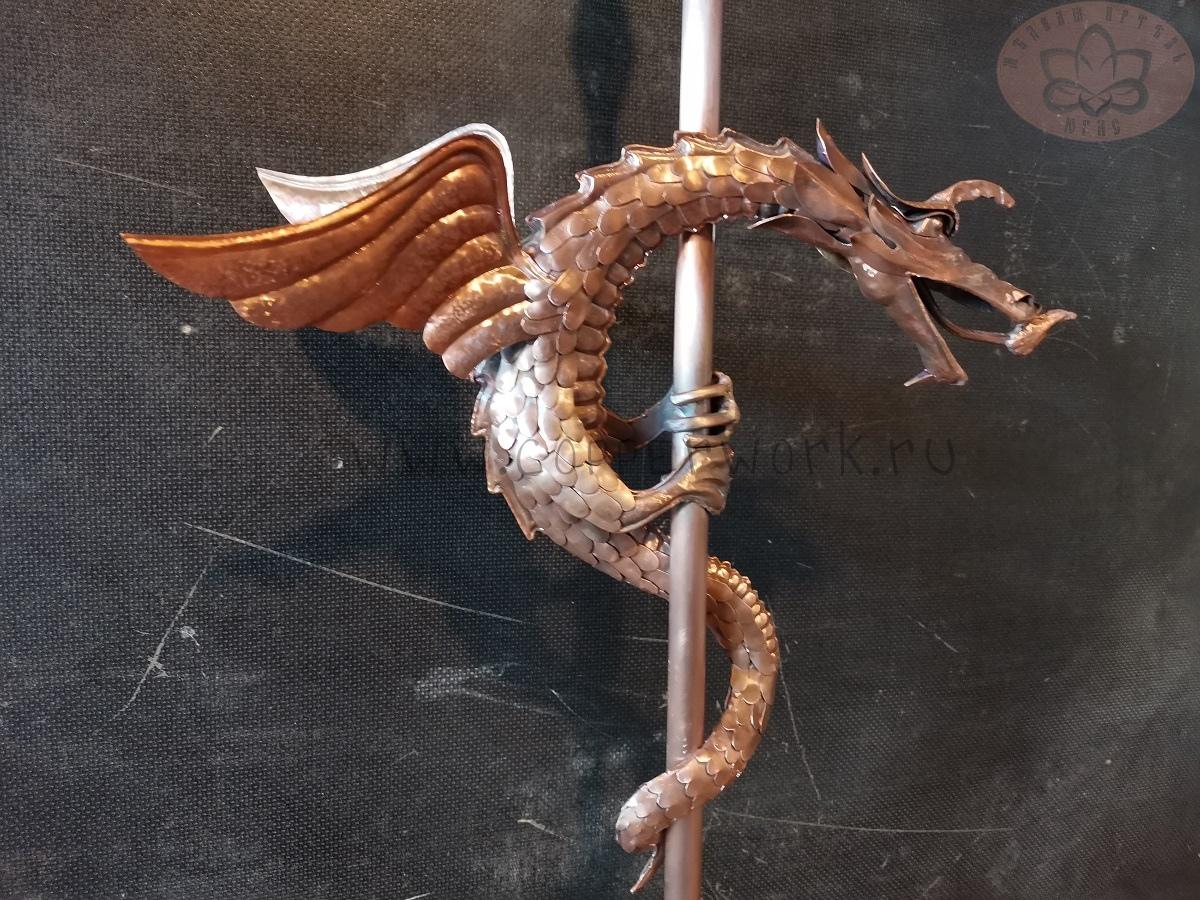 Дракон из меди на шпиль