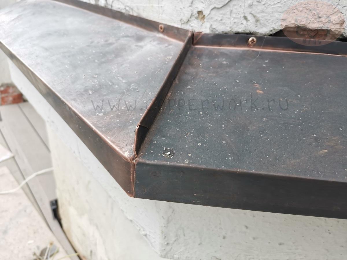 Медный отлив на окна. Угловое соединение 135 градусов
