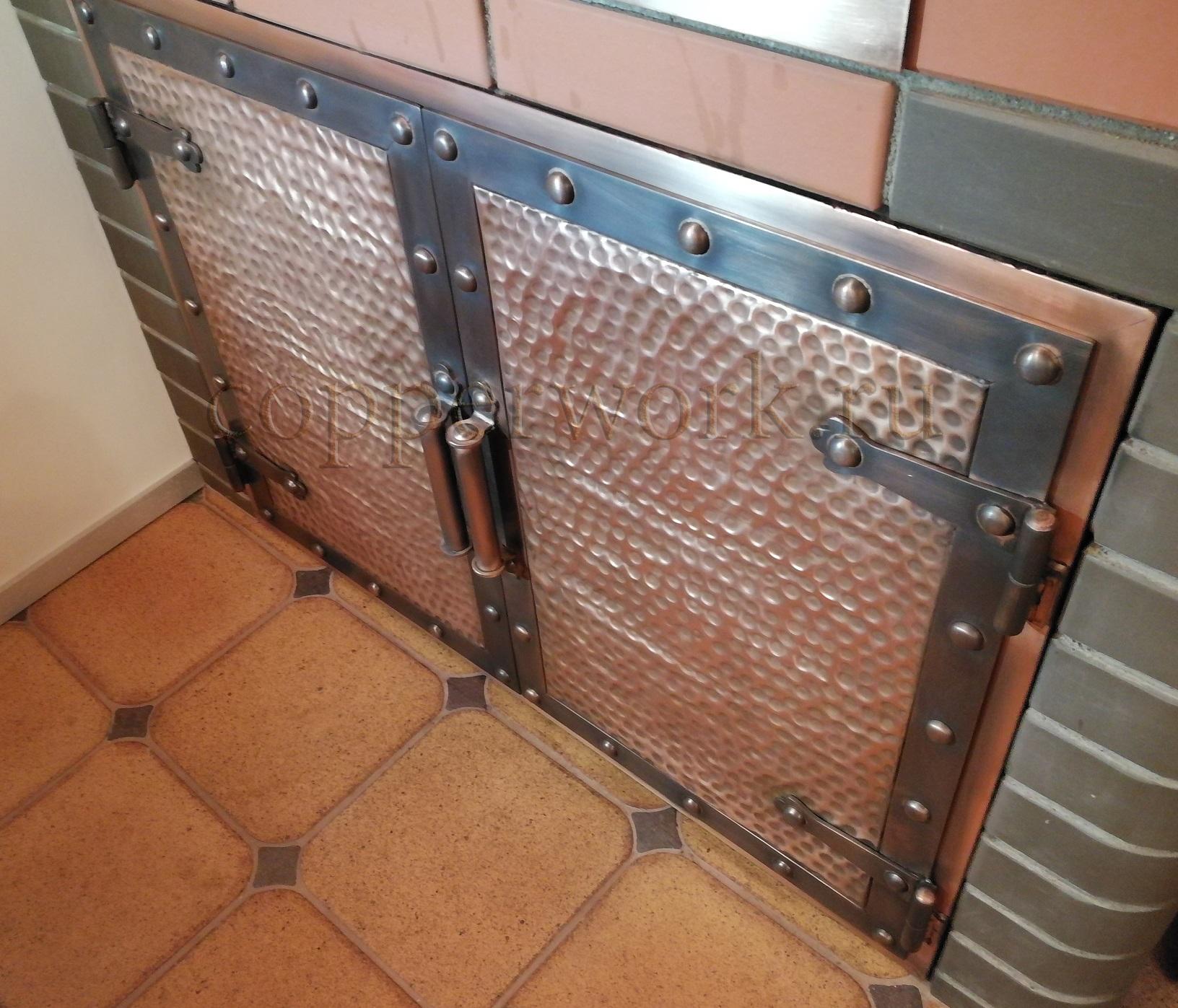 Медные дверки с патинированной рамкой