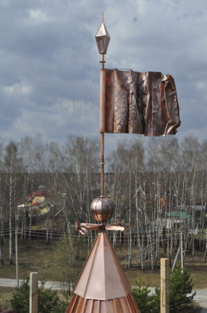 Медный флаг на башне
