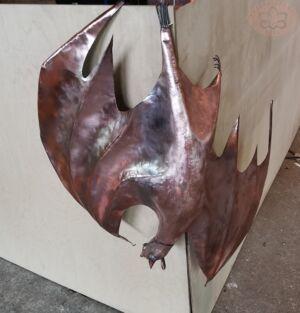 Летучая мышь из меди на трубу